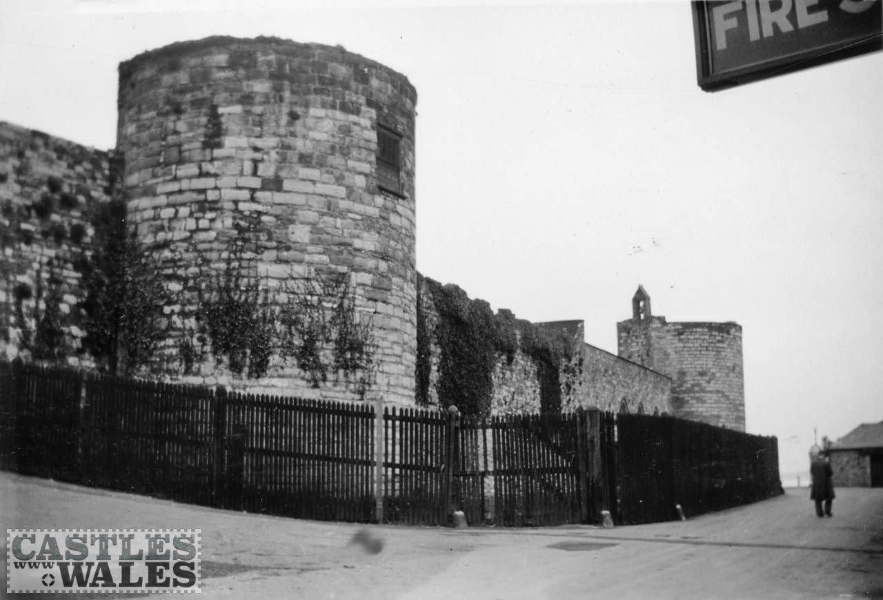 Caernarfon Town Walls in 1935
