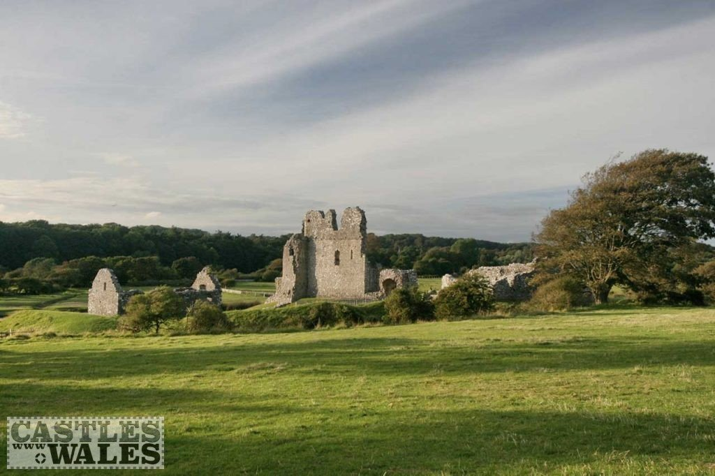 Ogmore Castle (Creative Commons Attribution 2.0 Generic license)